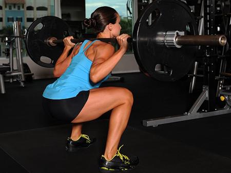 alcohol-lean-mass-strength-alli-squat-450x338