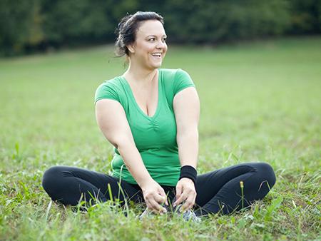 fatshaming-healthy-vibrant-woman-sittingoutside-450x338