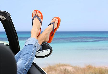 feet-flipflops-beach-car-450x307