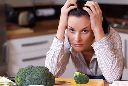 mealplans-woman-broccoli-450x302