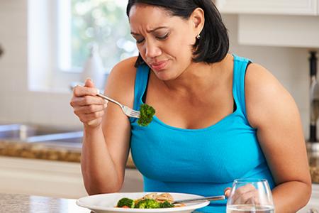 mealplans-woman-hates-broccoli-450x300