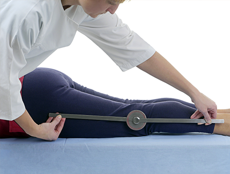 physical-therapist-goniometer-450x340