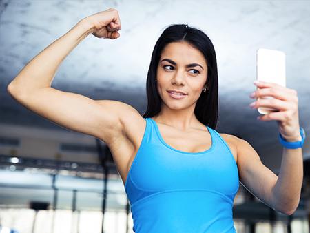 social-media-woman-taking-selfie-at-gym-450x338