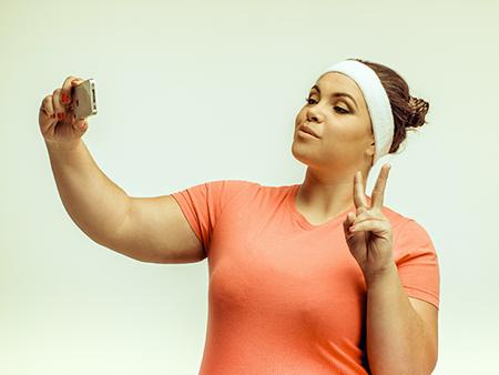 social-media-woman-taking-selfie-at-gym2-450x338
