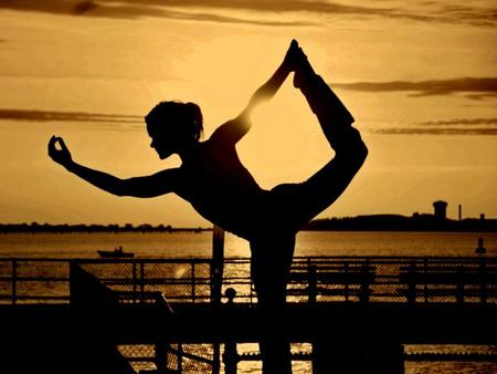 staceyschaedler-spotlight1-yoga-sunset-silhouette-450x338