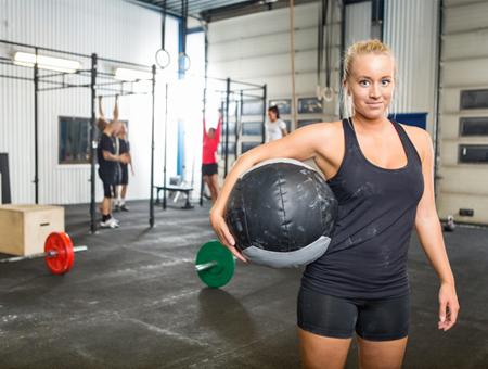 woman-at-crossfit-gym-wallball-450x340