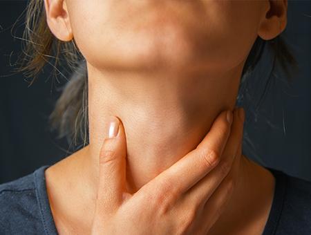 woman-hand-on-throat-thyroid-450x340